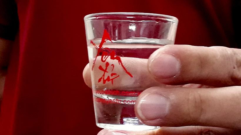 Phân Biệt Rượu Quê & Rượu Công Nghiệp