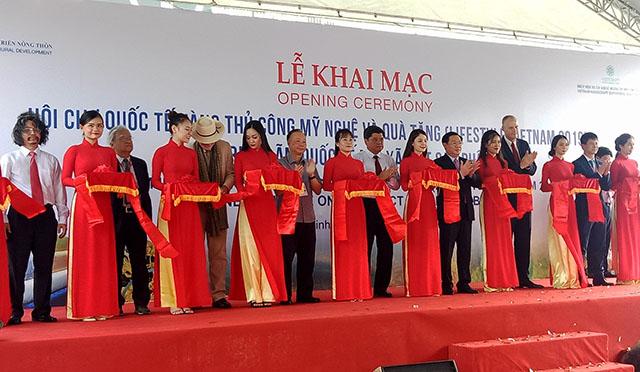 Khai mạc Hội chợ quốc tế hàng thủ công mỹ nghệ & quà tặng Việt Nam (Lifestyle Vietnam) và Triển lãm OCOP quốc tế 2019