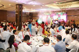 Đặc sản Rượu mơ Yên Tử và Rượu ba kích Yên Tử trên bàn tiệc tại sự kiện